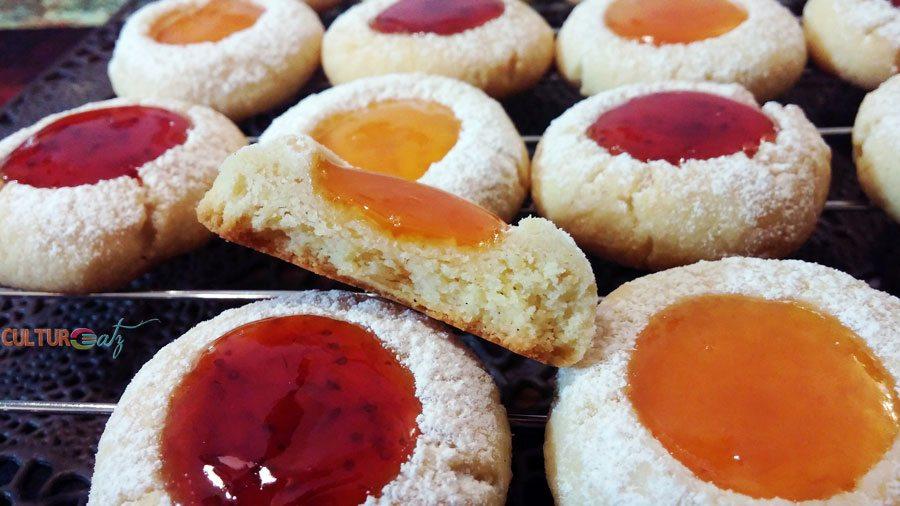 Husarenkrapferl cookies inside