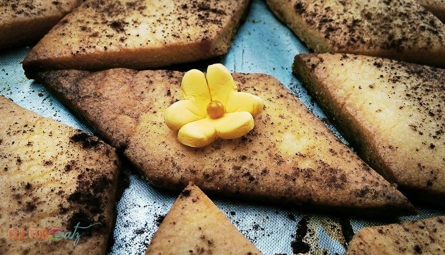 Buttercups on Sand Tarts