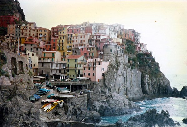 Cinque Terre Memories and a 5 Star Pizza Perfect for a Youth Hostel Kitchen Meal