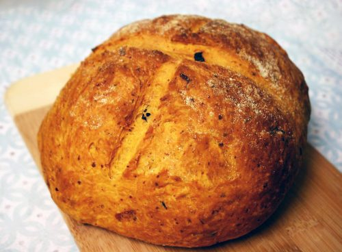 Tomato Basil Roasted Garlic Bread 038