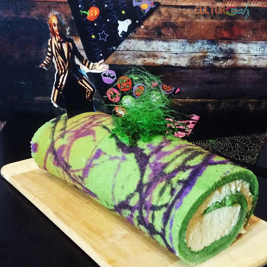 BEETLEJUICE SWISS ROLL CAKE FOR HALLOWEEN
