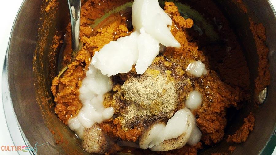 making turmeric golden paste