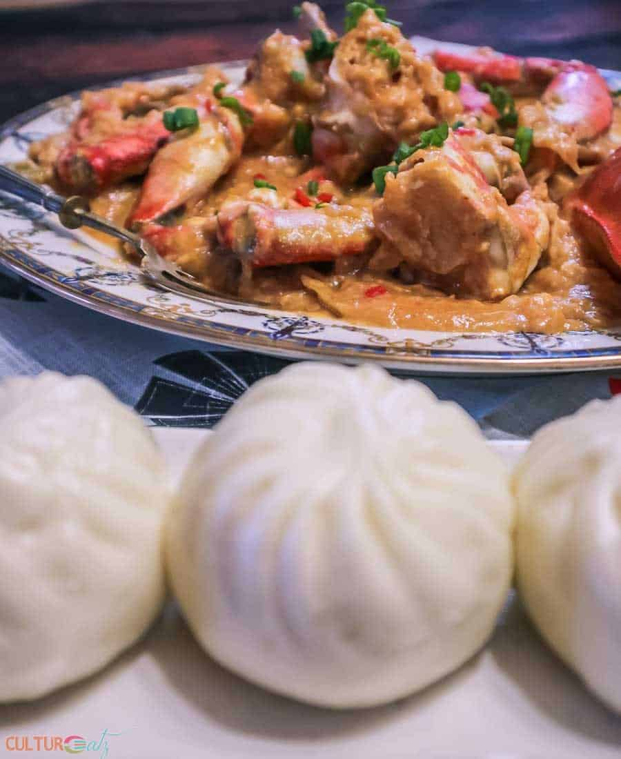 steamed chinese buns with singaporean chili crab